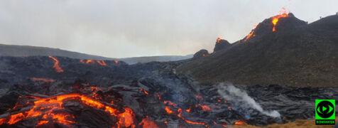 Tryskająca ze szczeliny wulkanu lawa. Reporter 24 pokazuje ją wam z bliska