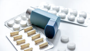 """Astmatycy i alergicy odstawiają leki, bojąc się koronawirusa. """"Rezultat będzie odwrotny"""""""
