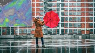 Do 11 stopni Celsjusza i porywisty wiatr. Miejscami przydadzą się parasole