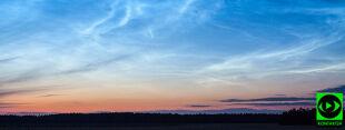 Chmury z pogranicza Kosmosu rozświetliły nocne niebo