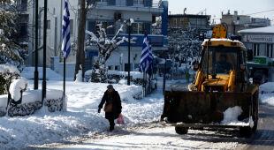 Grecja zmaga się z zimową aurą (PAP/EPA/PANTELIS SAITAS/WASSILIS ASWESTOPOULOS)